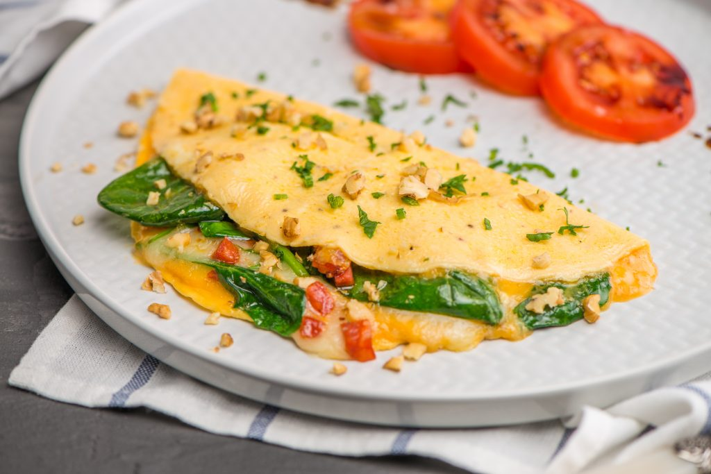 Omelett mit Spinat, Pilzen und Speck