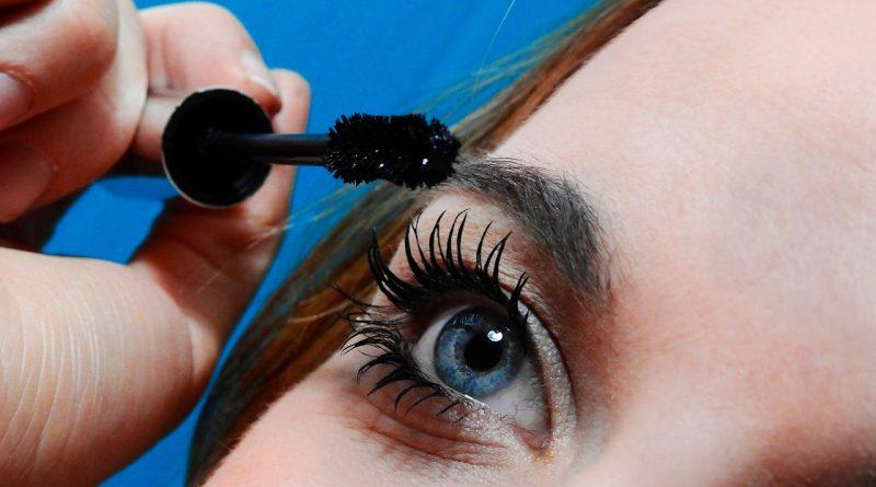 Pflege für Wimpern und Augenbrauen